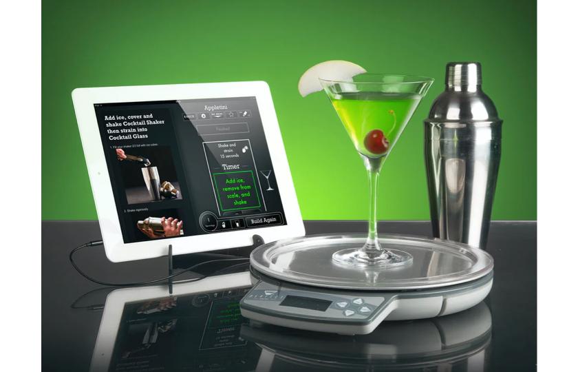 Drink på vægt og ipad i baggrund