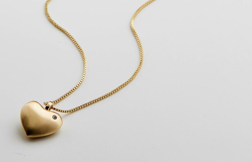 Halslæde fra pilgrim i guld med hjerte