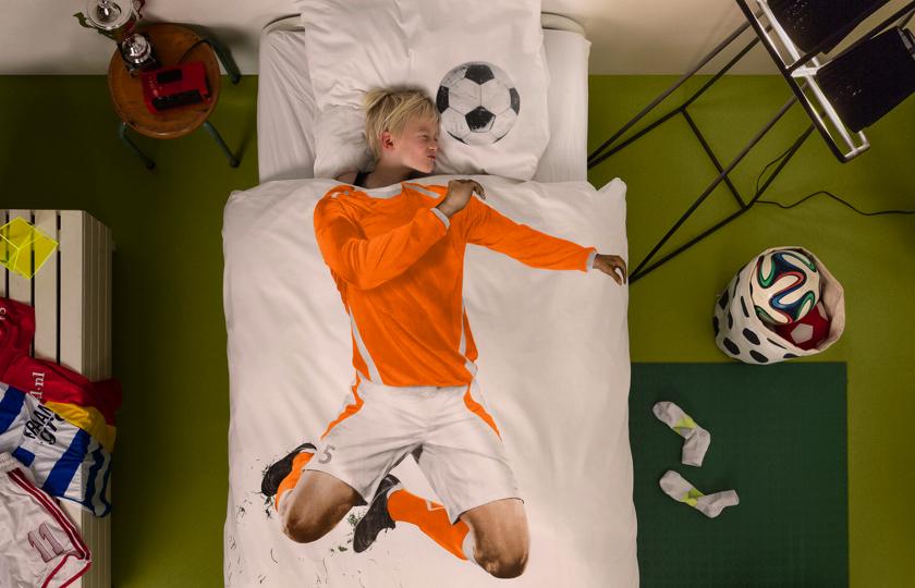 sengetoej med fodboldspiller