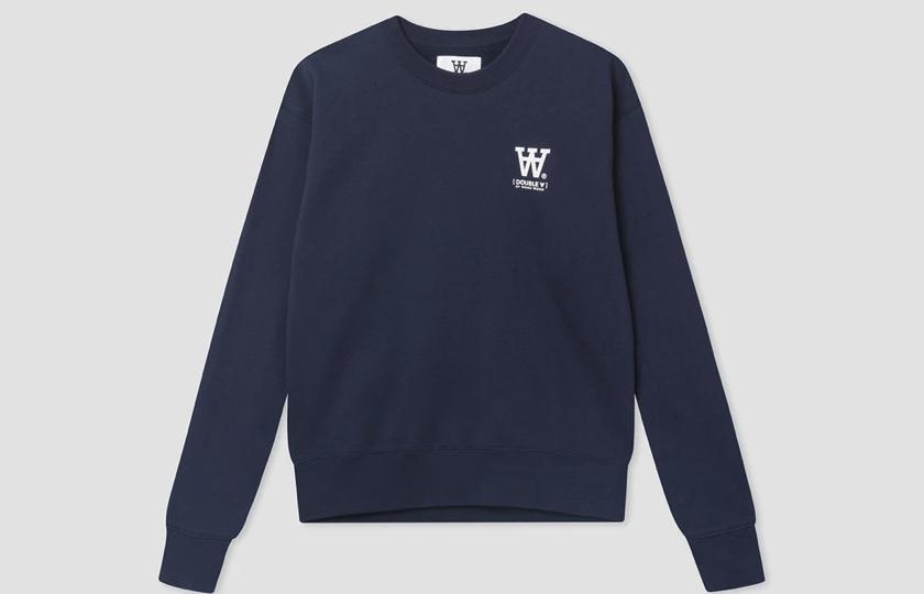 navy blaa sweatshirt